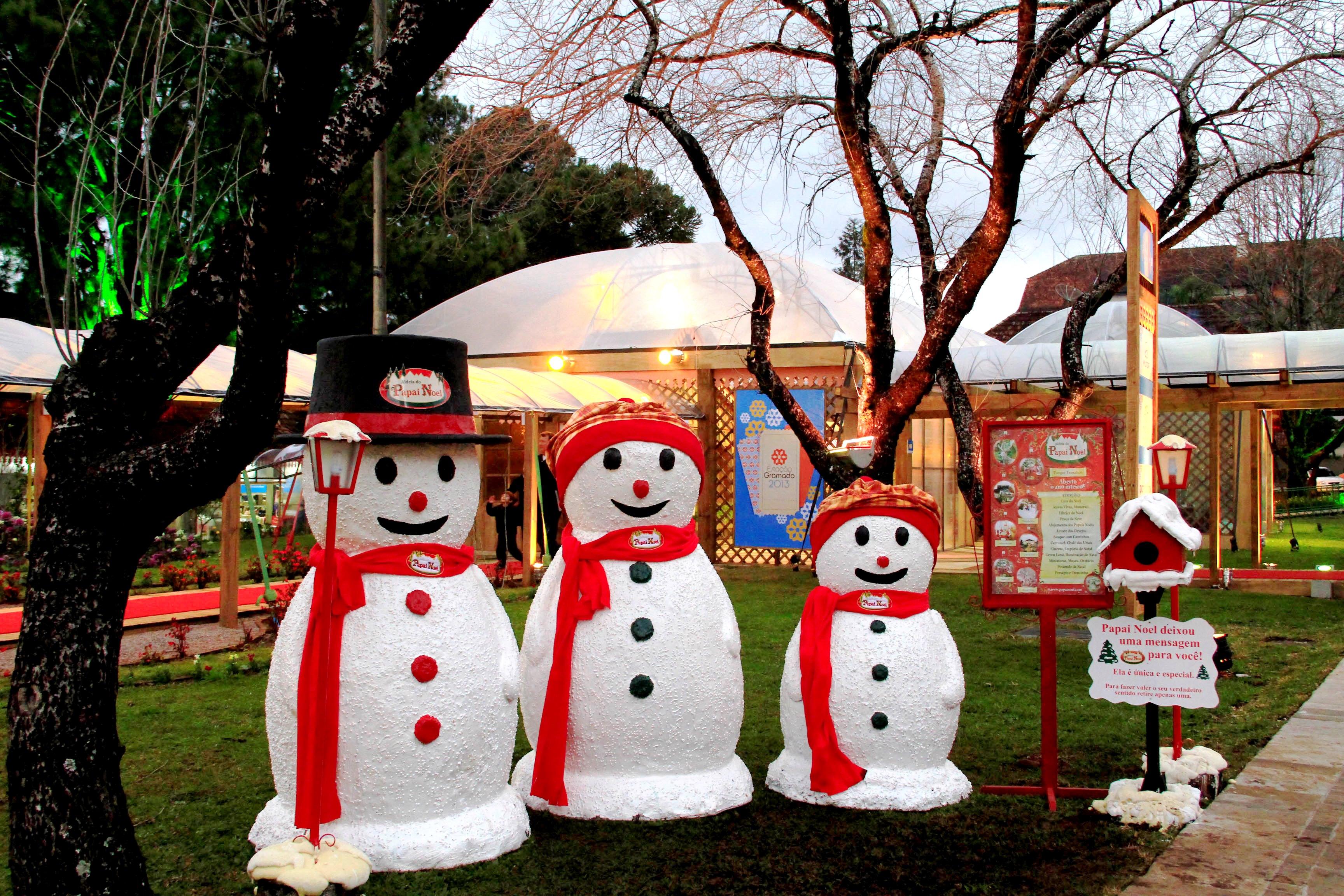 A Rena Mais Famosa Do Papai Noel aldeia do papai noel - chapinha na mala